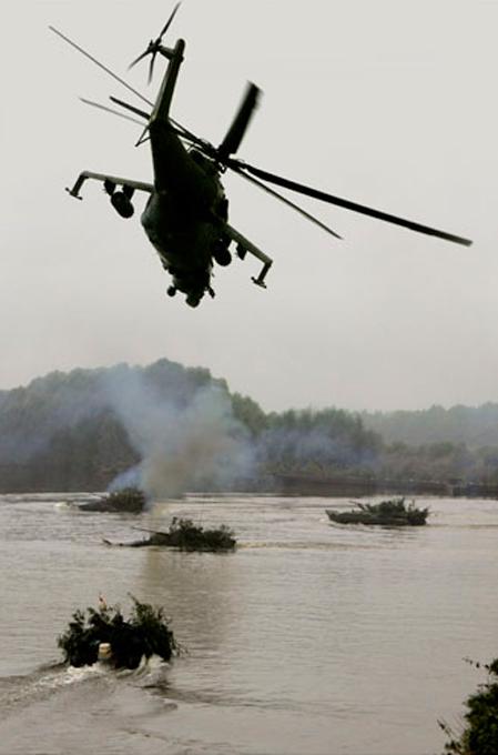 L'hélicoptère de transport des troupes et de combat Mi-24