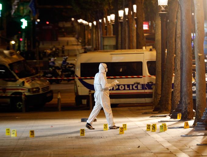 Paris après l'attentat des Champs-Elysées