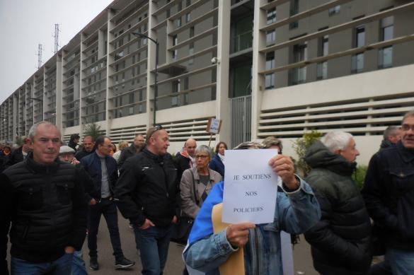 Les policiers français en colère: marre de travailler dans ces conditions là